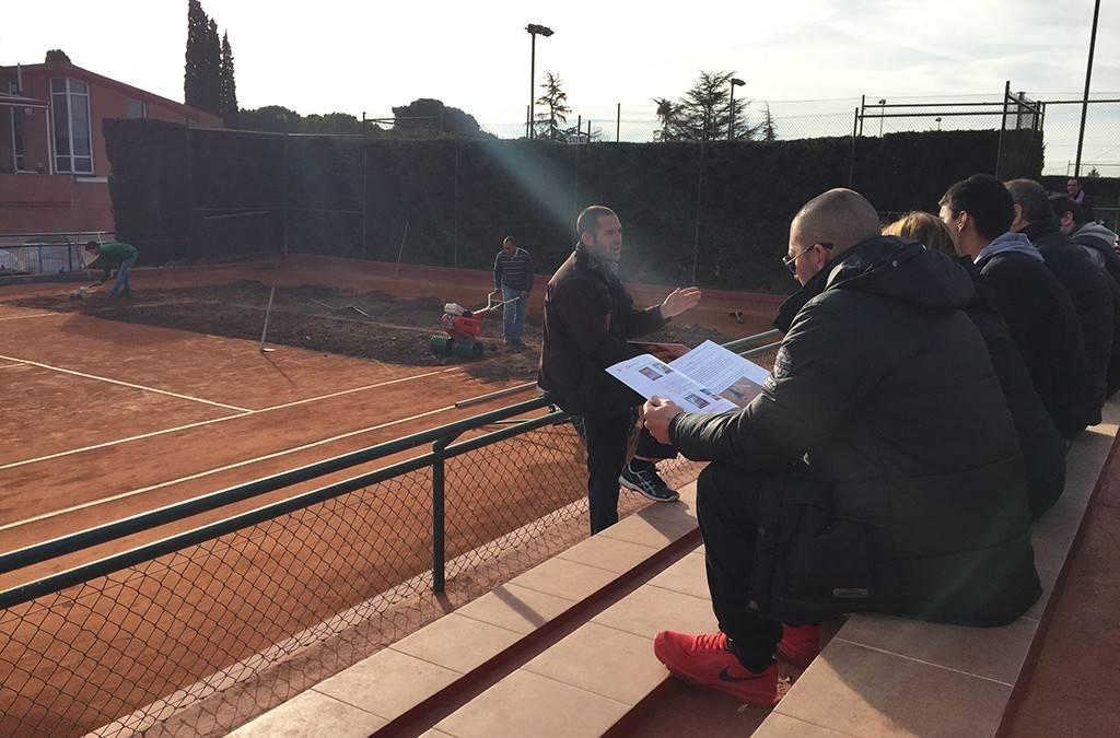 Curs de formació sobre manteniment i reparació de pistes de tennis