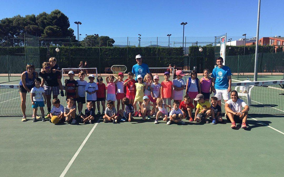Els més petits de l'escola de tennis del Club finalitzen el curs 2015-2016