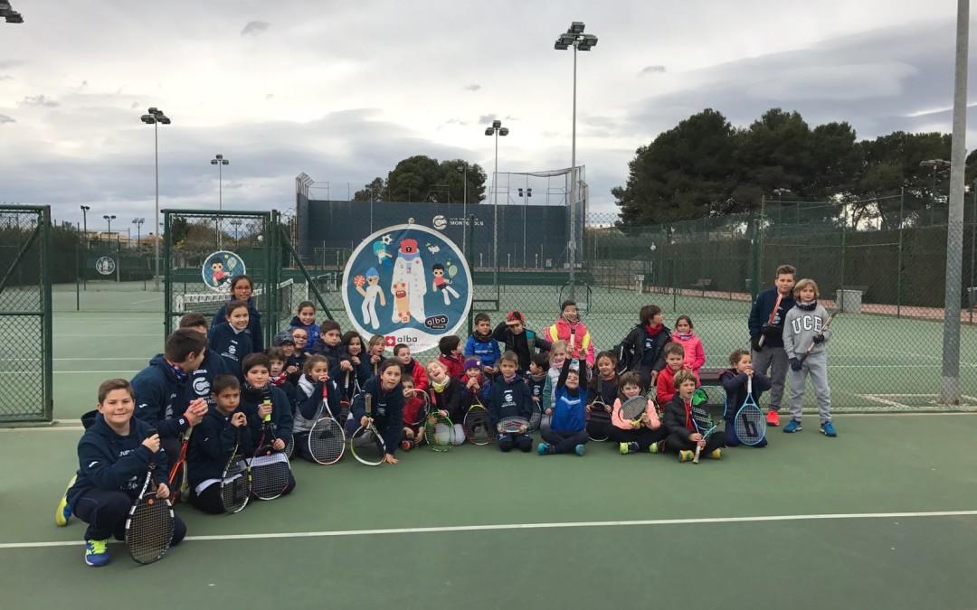 Els nens i nenes de l'escola de tennis participen a la jornada d'Aprendre a Comptar