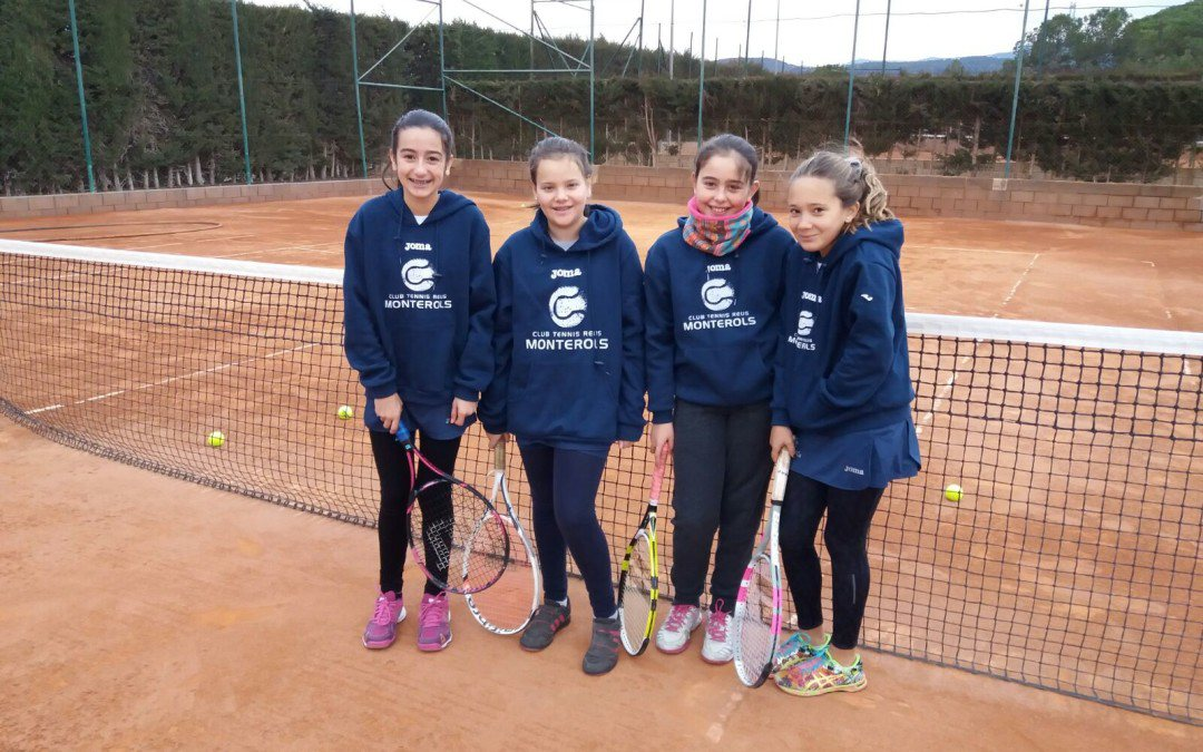 Els alumnes de l'escola de tennis del Monterols participen als Jocs Escolars de tennis al Reus Deportiu