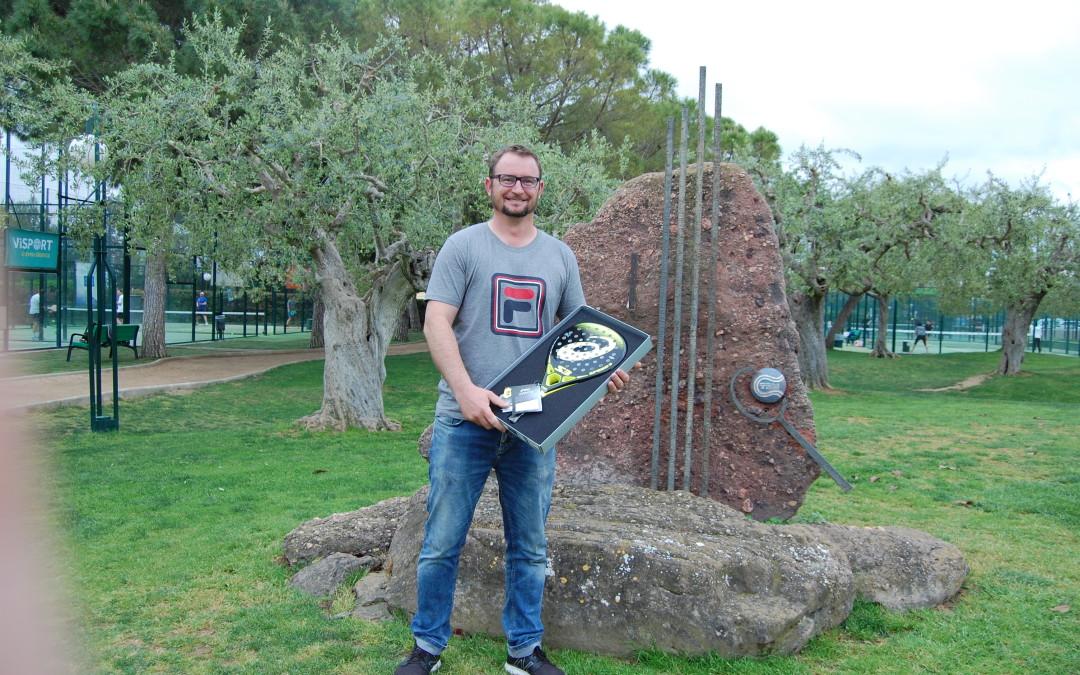 Jose Luis Sánchez Martínez ha estat l'afortunat que s'ha endut la pala Asics del Torneig Bronze de Pàdel DKV