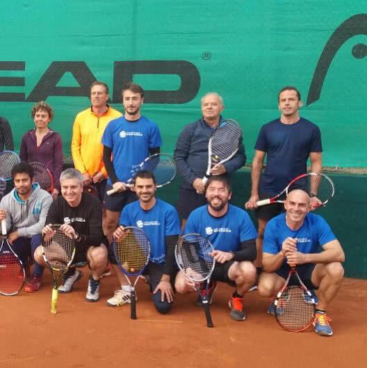 Els alumnes de l'escola de tennis d'adults s'enfronten al CT Tarragona en una jornada amistosa