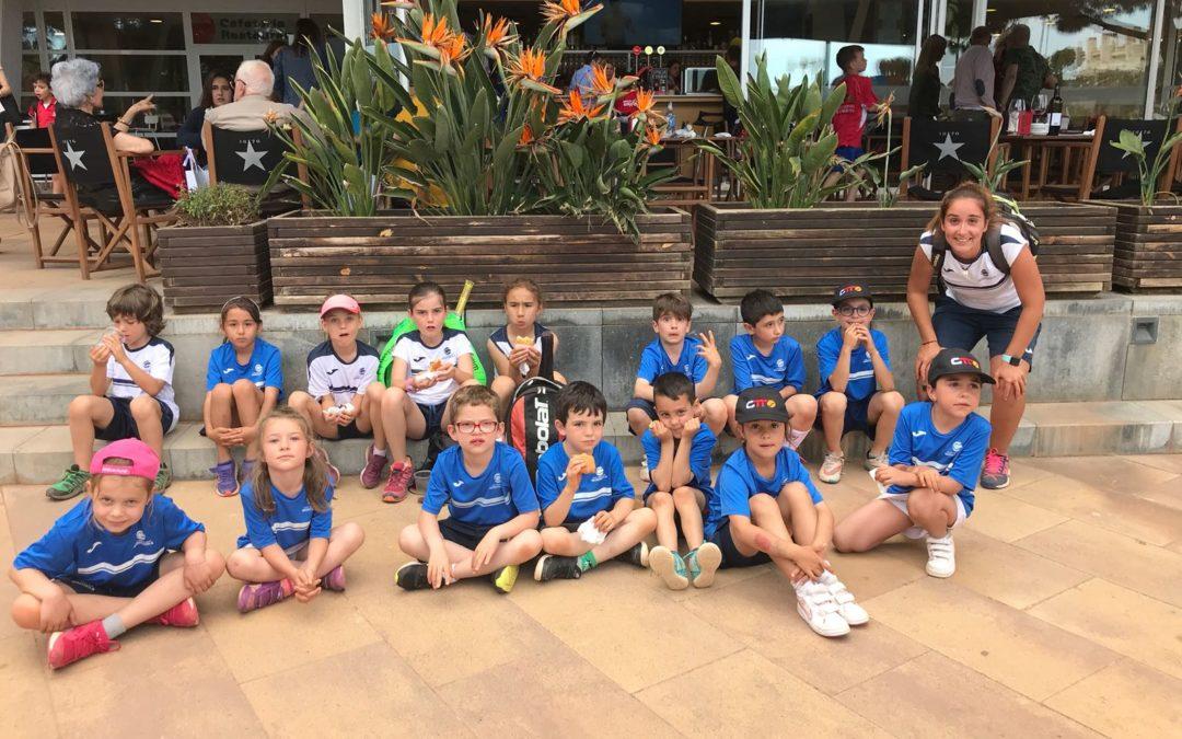 Els més petits de l'escola de tennis del Club participen a la trobada de minitennis i tennis del club Tennis Tarragona.