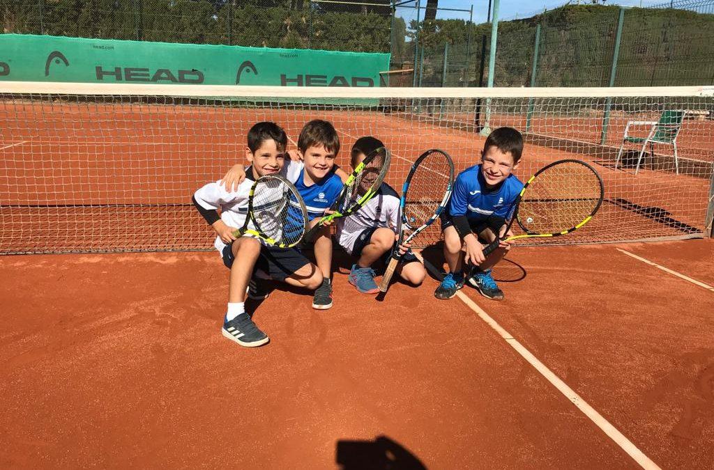 Victòria del benjamí masculí B contra el CT Montblanc en l'estrena de la Lliga Catalana de tennis