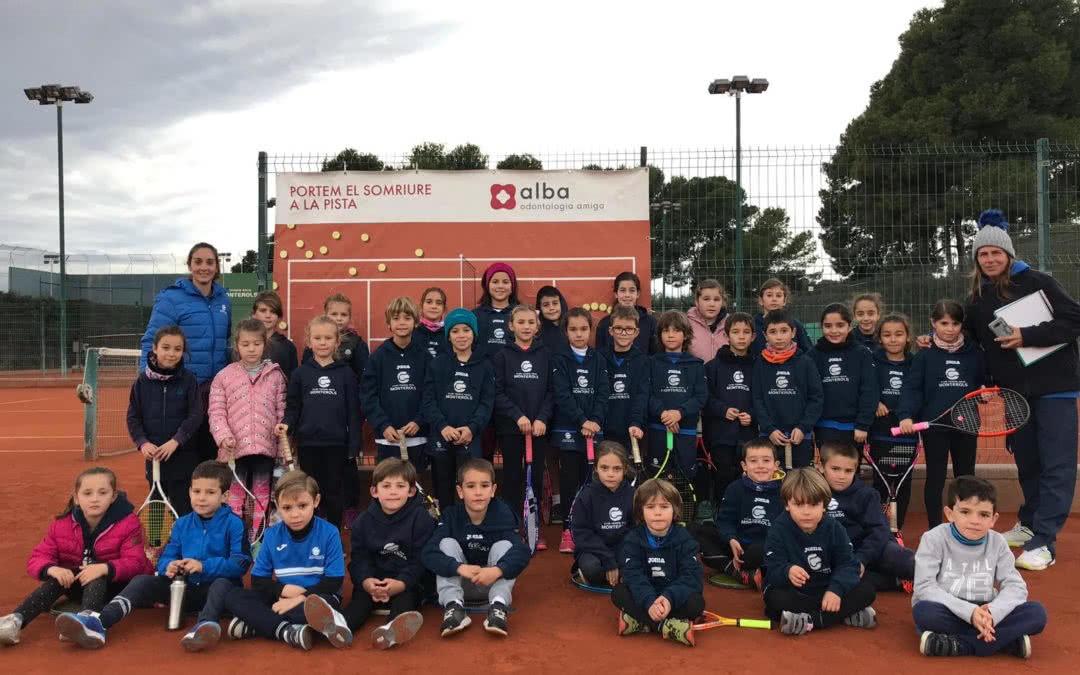 Els alumnes de l'escola de tennis participen a l'activitat d'Apredre a Comptar