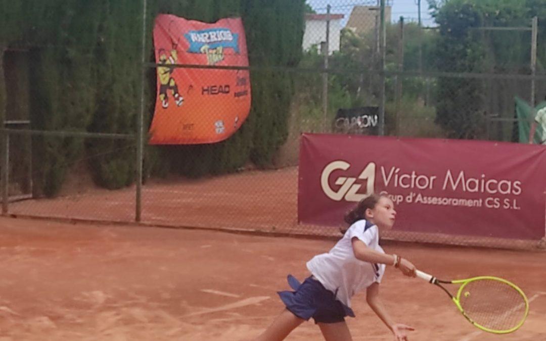Seguiment dels nostres jugadors del grup de competició de l'escola de tennis que disputen el TTK Warriors a Castelló