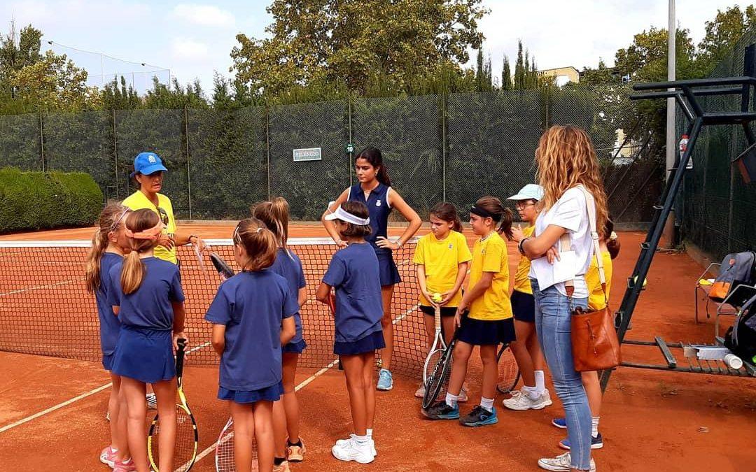 Els equips de l'escola de tennis participen en la Mini Cup del RC Polo